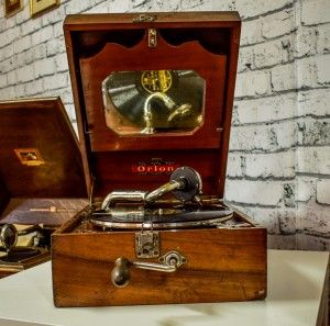 Orion portable gramophone in wooden case c. 1920-1930