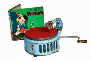 A child's gramophone blue Induphon + album Pinocchio