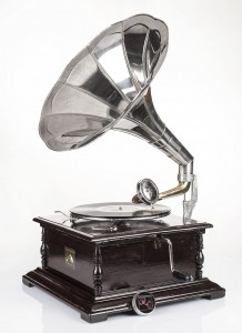 Square, cherry gramophone with a crank / patephone 78 RPM