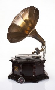 Octagonal very dark brown (cherry) gramophone with a crank / patephone