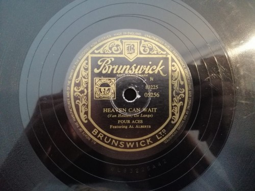5256 BRUNSWICK THE FOUR ACES FEAT. AL ALBERTS THE GANG THAT SANG HEART OF MY HEART HEAVEN CAN WAIT.jpg