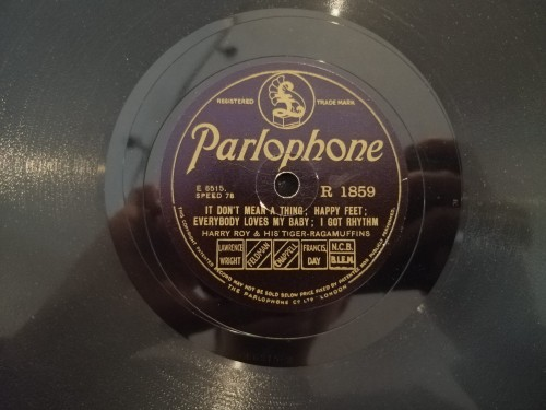 R1859 PARLOPHONE HARRY ROY & HIS TIGER RAGAMUFFINS IT DON'T MEAN A THING; HAPPY FEET; EVERYBODY LOVES MY BABY; I GOT RHYTHM MEMORIES OF YOU; RAIN; GOODBYEBLUES b.jpg
